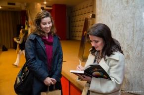Autógrafando o livro A Cor no Processo Criativo